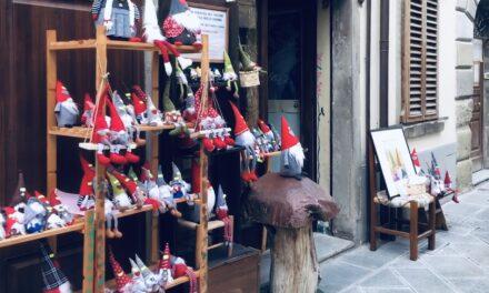 I negozi aperti, colorati di primavera da Bagno di Romagna