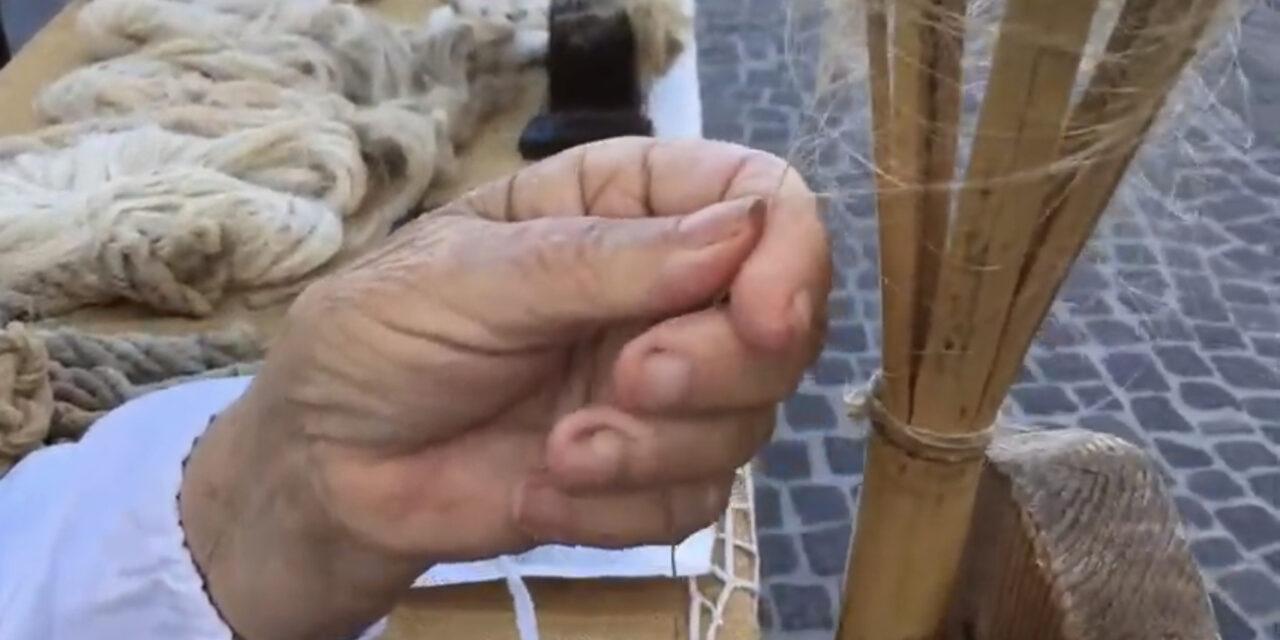 Antichi mestieri: FILARE LA CANAPA