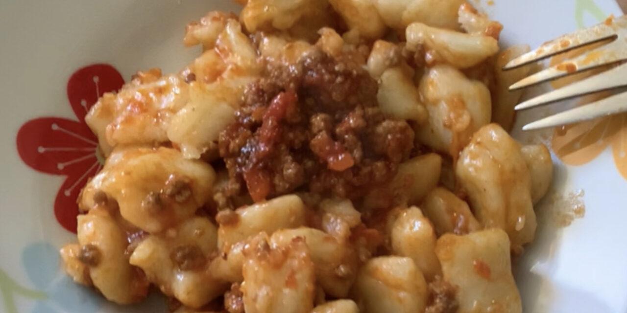 Zdora Romagnola: Gnocchi di patate al ragù di Carne