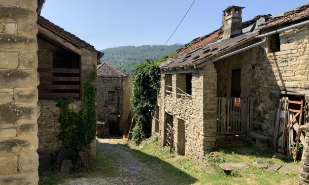"""Castel d'Alfero: Il Borgo Antico, racconti, storia, gli abitanti e Emanuele """"lo Spacca Pietre"""" il mio reportage"""